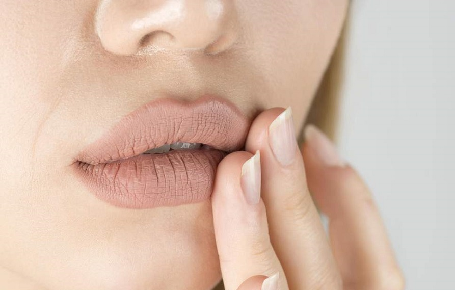 HEALTHY TIPS TO PREVENT YOUR LIP FROM FEATHERING, SMUDGING OR BLEEDING